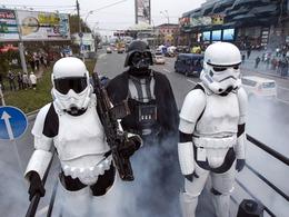 乌克兰星球大战黑武士上街头