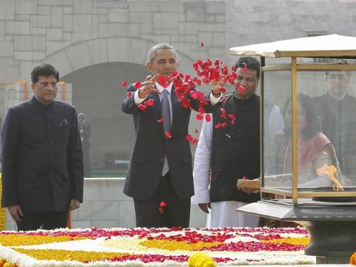 奥巴马拜谒偶像甘地陵墓