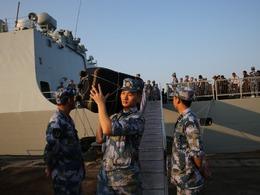中国海军巨舰也门撤侨571人