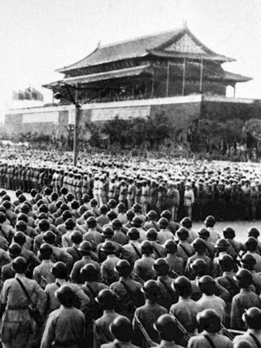 毛邓江三代中共领导人阅兵揭秘<br>开国大典要求:如遇空袭不准动