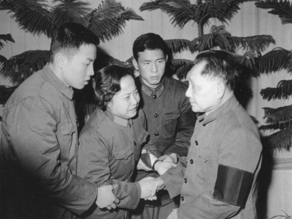 羅瑞卿制止華國鋒檢閱海軍十大謎...
