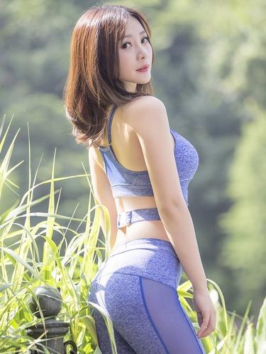 柳岩健身秀酥胸腰部纹身抢镜