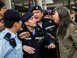 香港占中9人案件提堂 场外掀骂战[图集]
