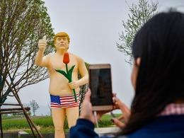 河南景区半裸雕像疑似特朗普