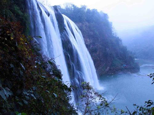 贵州黄果树瀑布气势磅礴