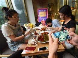 杭州餐厅特殊服务:吃龙虾代练王者荣耀[图]