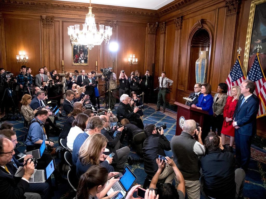 美众议院宣布弹劾特朗普条款 两党互撕听证遭闹场[图集]